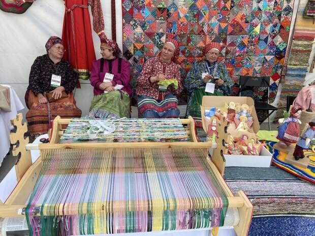 Куклы-скрутки, пряничные доски и дивеевские игрушки: делимся самыми яркими моментами фестиваля «Русь мастеровая»