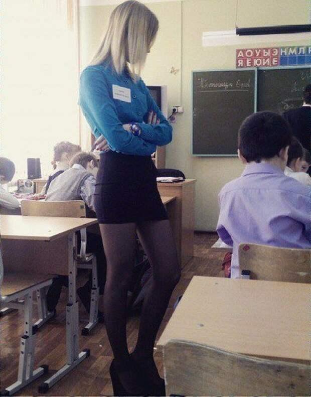 У этих молоденьких учительниц точно нет проблем с посещаемостью
