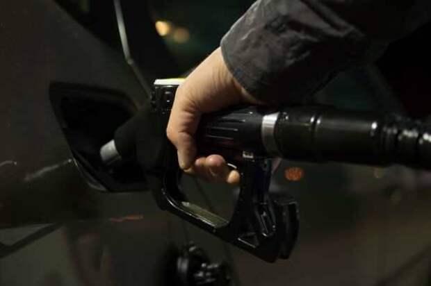 В США цена на бензин резко выросла до рекордного с 2014 года показателя