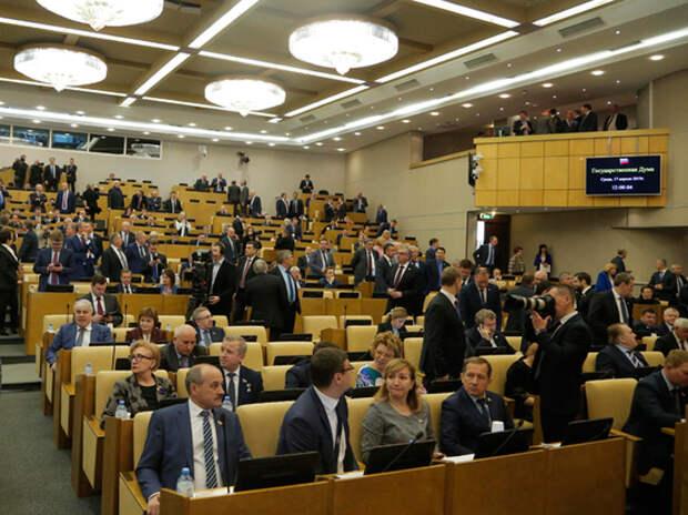«Упыри, навозные жуки»: депутаты предложили создать закрытый перечень оскорблений