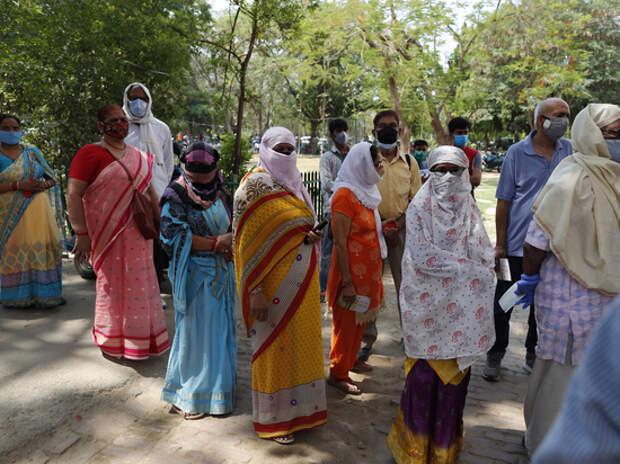 Распространение индийского варианта коронавируса за рубежом назвали «катастрофическим»