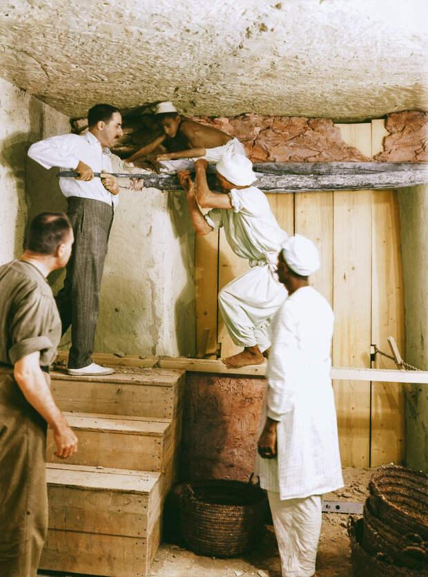 История обнаружения гробницы Тутанхамона в цветных фотографиях