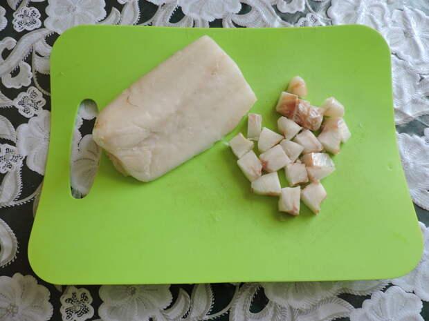 Ещё чуть замороженную рыбу порезать на небольшие кусочки еда, сделай сам, фоничка