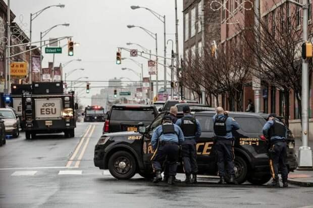 Почти все полицейские машины бронированы. |Фото: livejournal.com.