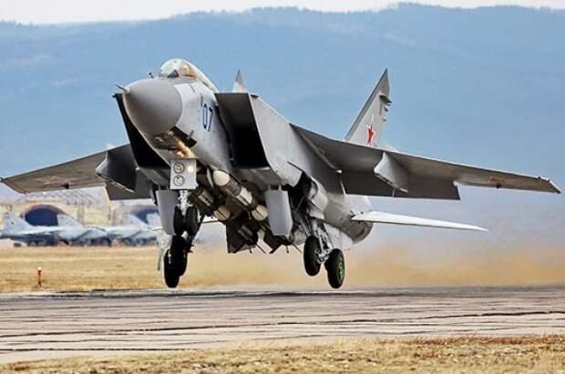 Российский МиГ-31 перехватил над Баренцевым морем самолеты США и Норвегии
