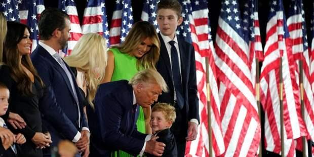 Не отходя от кассы. На помпезном съезде Республиканской партии США у Белого дома собралась вся династия Трампов — фоторепортаж
