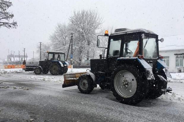 К непогоде готовы: тысяча единиц дорожной техники будет расчищать региональные трассы от снега