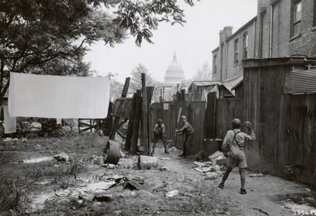 Америка 1940-х годов. Трущобы возле Капитолия. Холодильники? Пылесосы? Канализация с водопроводом? Фото с сайта e-news.su.