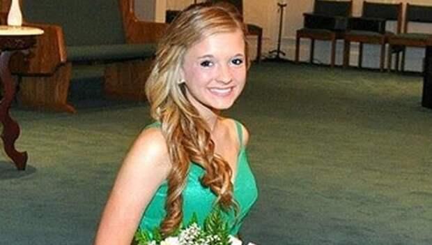 Студентку колледжа и ее отчима застрелили у дома из-за «незначительной аварии»