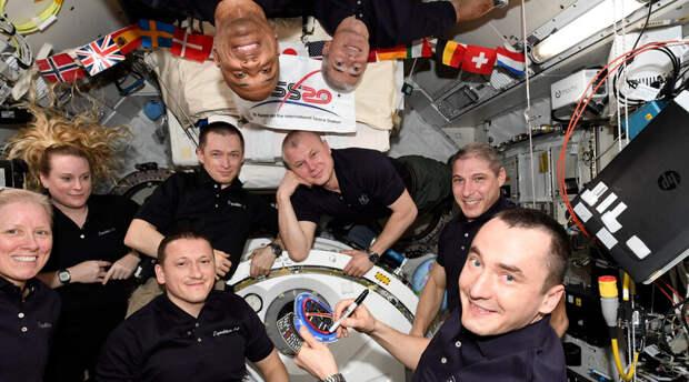 Российские космонавты успешно вернулись в Казахстан