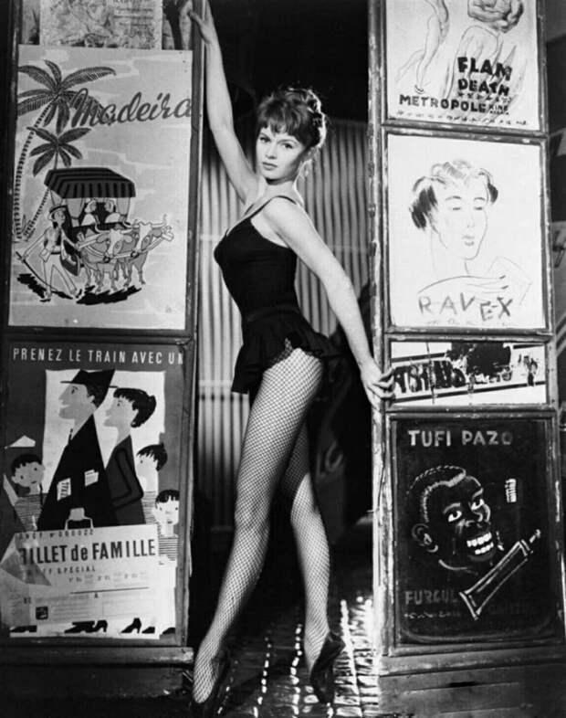 18-летняя Брижит Бардо. (1952 год)