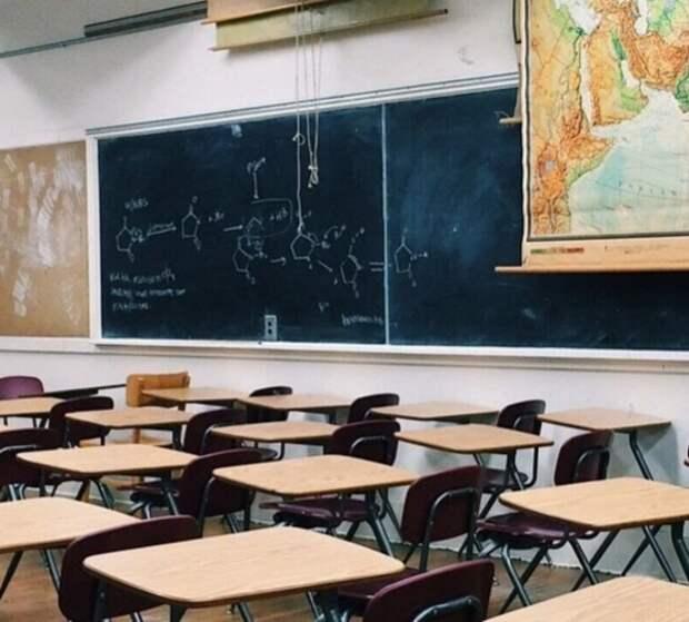 В Подмосковных школах тоже принимают меры по коронавирусу, но более мягкие, чем в Москве