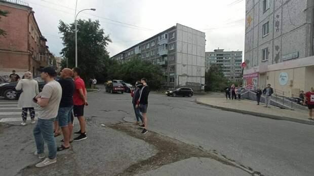 Житель Екатеринбурга открыл стрельбу из окна по прохожим
