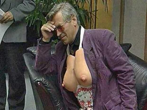 Экстравагантные наряды самого эпатажного депутата 90-ых Вячеслава Марычева.