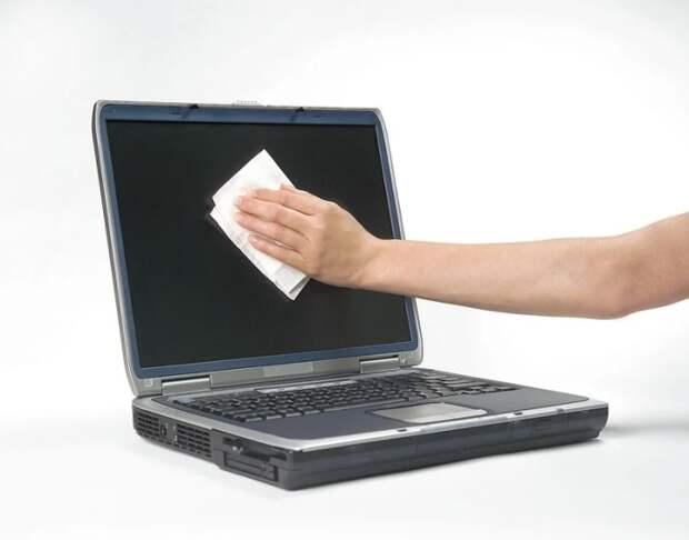 Безопасная уборка ноутбука и телевизора. /Фото: images.ua.prom.st