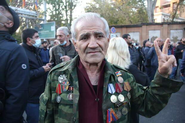 """""""Он предатель!"""" Армянская оппозиция о властях, миротворцах и Карабахе"""