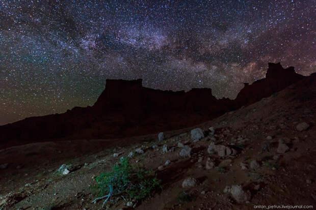Пылающие скалы в пустыне Гоби