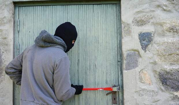 Волгоградские рецидивисты вынесли из частного дома всю технику и спрятали её в сарае