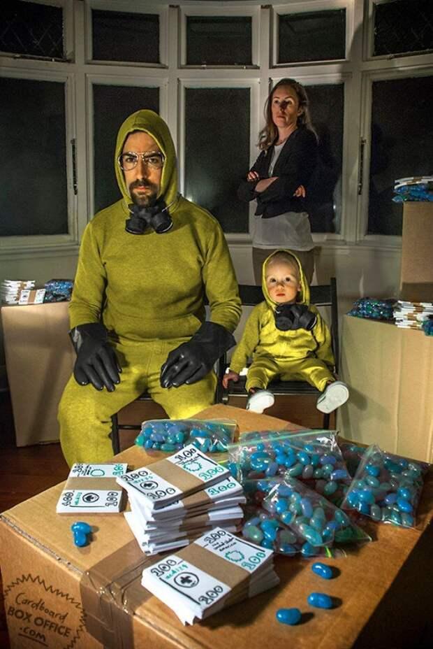 Семейные фото Cardboard Box Office