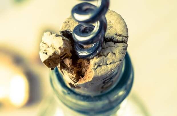 Пробка может крошиться, но это не проблема / Фото: fb.ru