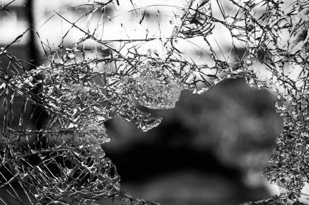 В доме на Дмитровке заменили треснутое окно