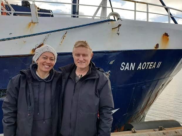 Супруги застряли наостровах вовремя медового месяца и30 дней добирались домой нарыбацкой лодке
