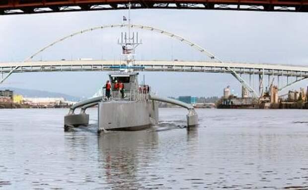 На фото: патрульный катер противолодочной обороны Sea Hunter
