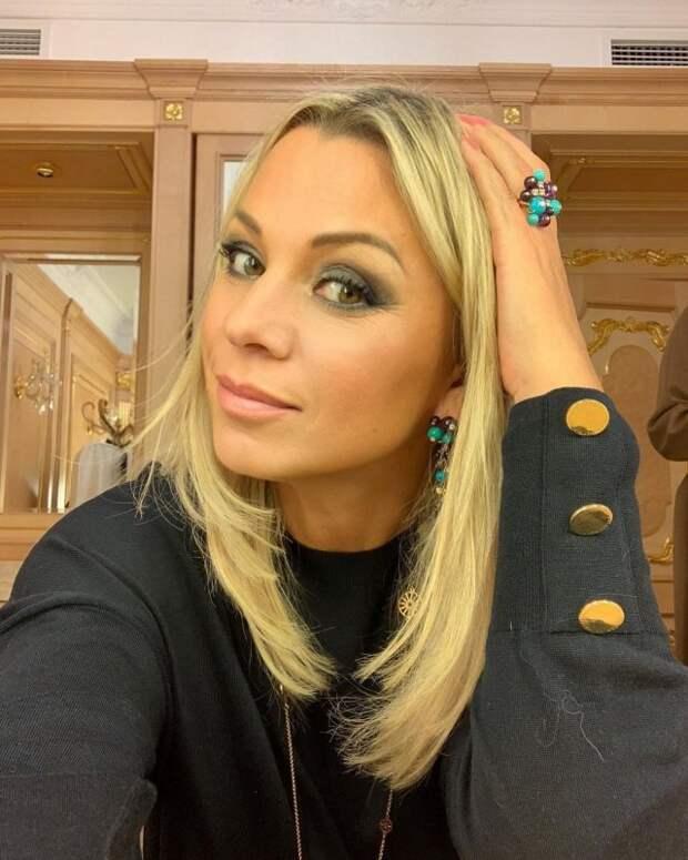 Ирина Салтыкова в черном платье