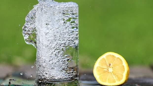 Гастроэнтеролог назвал оптимальное количество воды в сутки