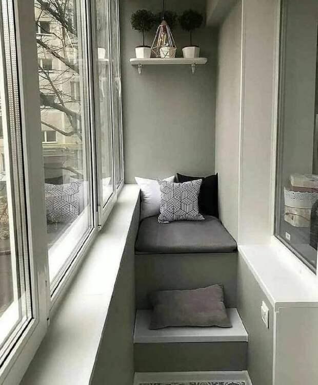 Семья переделала балкон из хламовника в место для отдыха