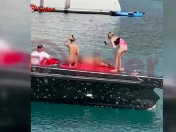 Девушек из Украины задержали в Турции за голые съемки на борту яхты