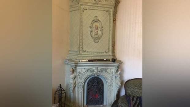 Раритетную печь времен Николая II продают в Петербурге за 300 тыс. рублей