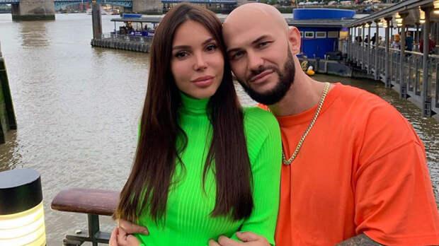 Джиган и Оксана Самойлова поплавали в открытом океане с китовыми акулами
