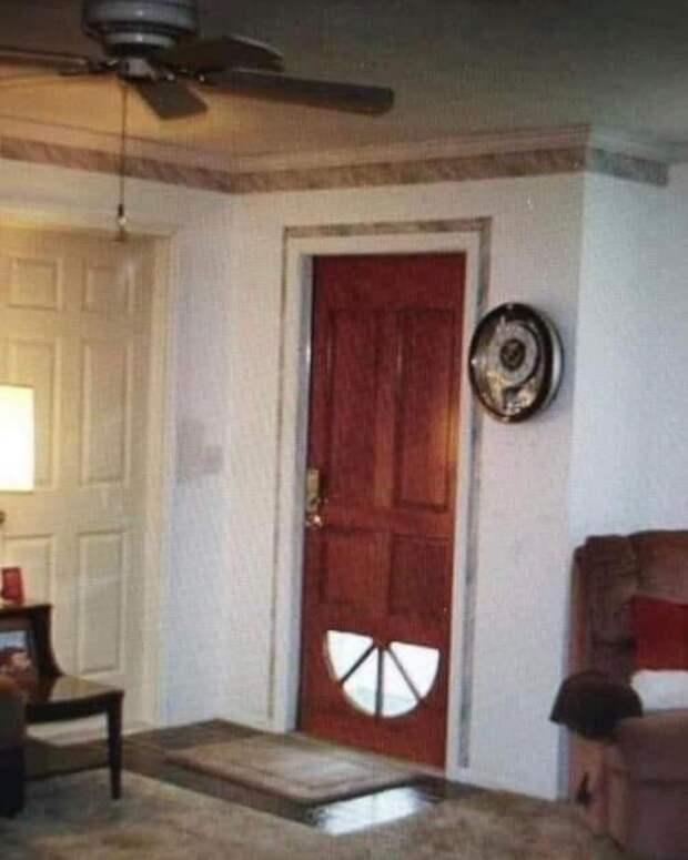 Перевёрнутая дверь