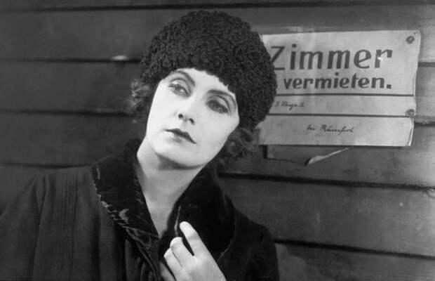 Грета Гарбо в фильме *Безрадостный переулок*, 1925 | Фото: kino-teatr.ru