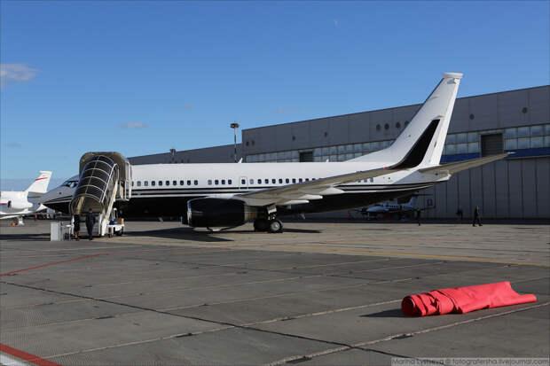 """Выставка самолетов """"для богатых"""" открылась сегодня во Внуково"""