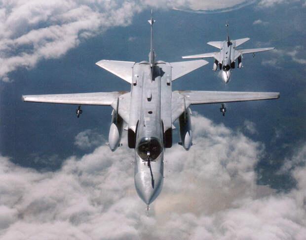 На американских военных нагнали страху низколетящие Су-24М в Черном море