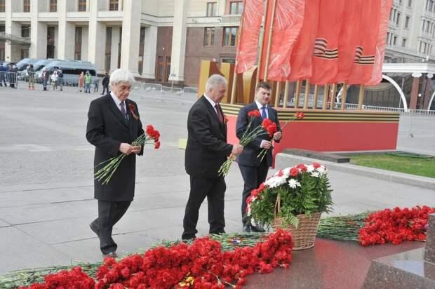 Профсоюзные лидеры почтили память погибших в Великой Отечественной Войне