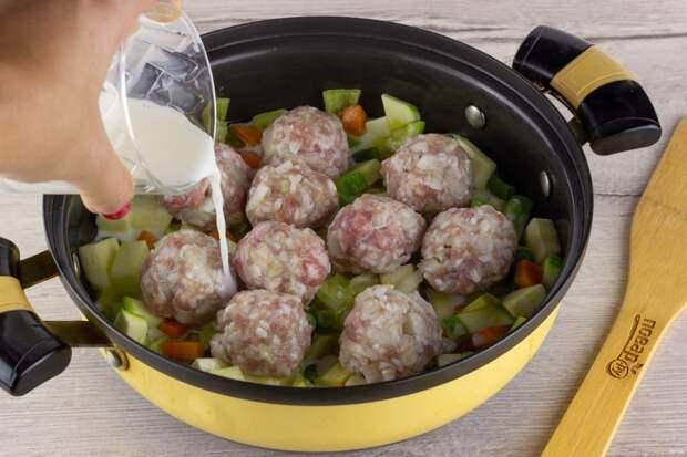 Приготовление фрикаделек с овощами в соусе