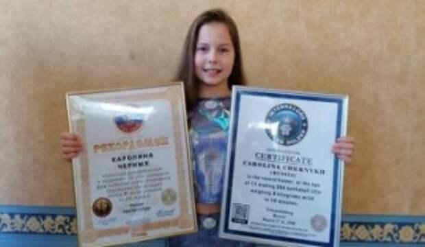Школьница из России больше часа простояла на гвоздях в честь 75-летия Победы
