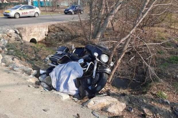 Байкер на «Harley Davidson» столкнулся с «Газелью» и погиб