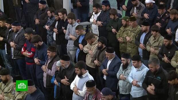 Приемы гостей и угощения: как мусульмане празднуют окончание строгого поста