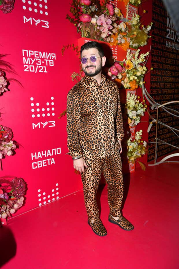 Лифчик Собчак, каблуки Милохина и золотое платье Бузовой: неудачные наряды звезд на МУЗ-ТВ-2021