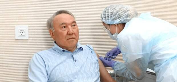 Назарбаев привился российской вакциной из карагандинского фармзавода