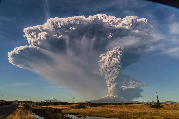 20 завораживающих снимков извержения вулкана Кальбуко в Чили