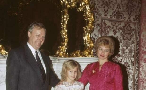 Ксения с мамой и папой.
