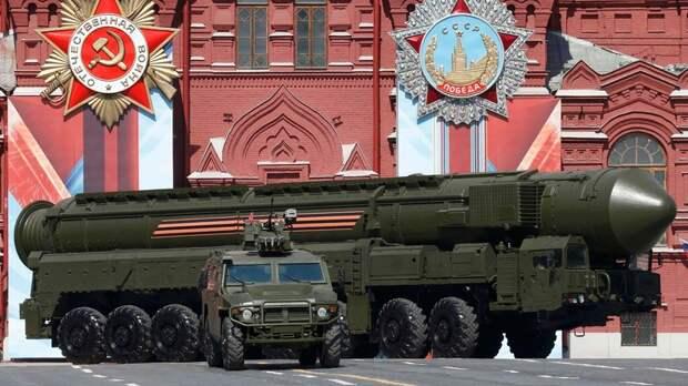 Times: Россия вдвое беднее Британии, но умудряется пугать Запад