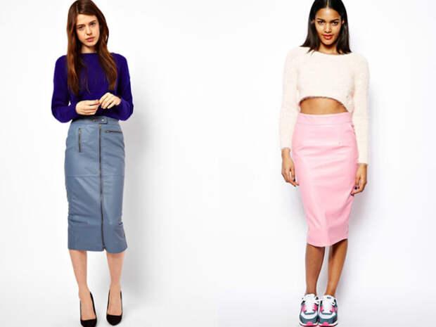 две девушки в кожаных юбках-карандашах