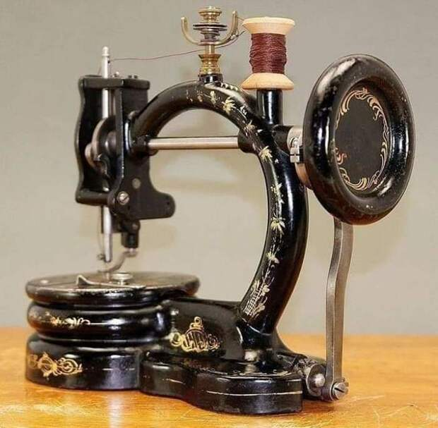 Швейная машинка 1867 года