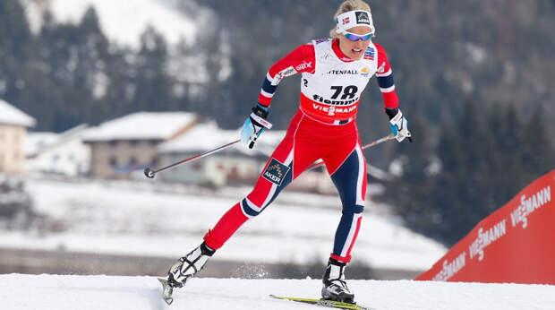 Норвежка Йохауг защитила титул чемпионки мира в скиатлоне после падения. Россиянка Сорина не удержалась в группе лидеров